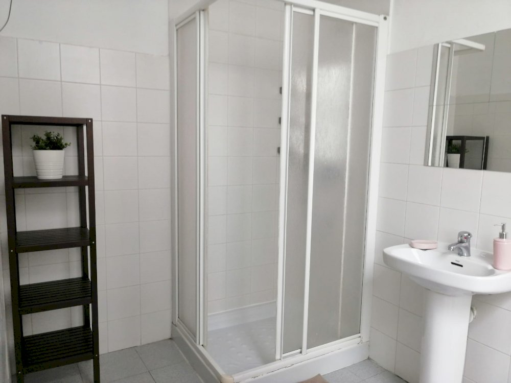 https://helpaccommodation.sextan.eu/upload/flats//-1564135379baño a.jpeg