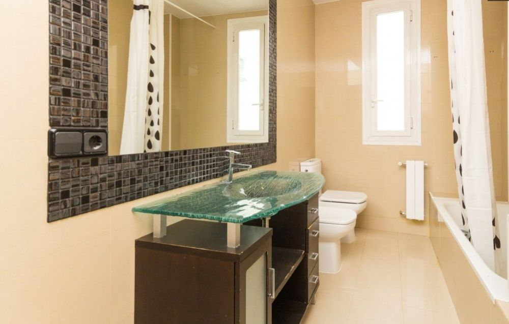 https://helpaccommodation.sextan.eu/upload/flats//-Baño grande.jpg