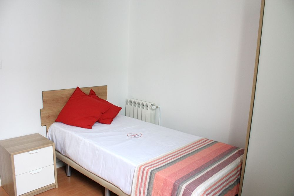 http://helpaccommodation.sextan.eu/upload/flats/R12_4i/7-R124I 7.3.JPG