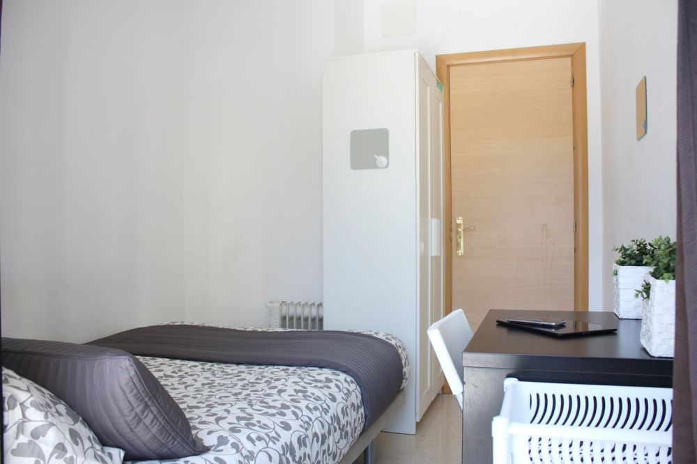 https://helpaccommodation.sextan.eu/upload/flats/SC6_1I/2-H2.6.JPG