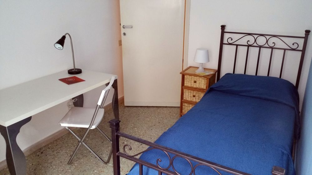 http://helpaccommodation.sextan.eu/upload/flats/TOZZ_1/TOZZ_1_1-Camera A_3.jpg