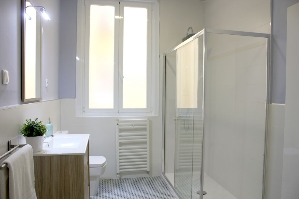 https://helpaccommodation.sextan.eu/upload/flats//-BAÑO A 1.jpg