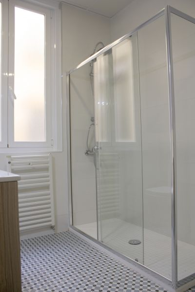 https://helpaccommodation.sextan.eu/upload/flats//-BAÑO A 5.jpg
