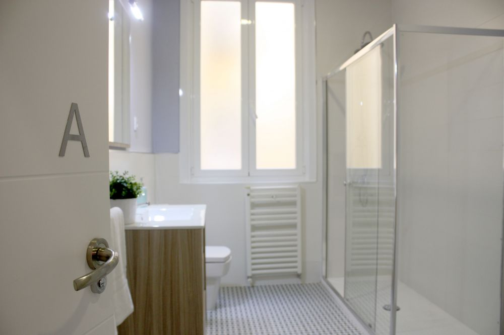 https://helpaccommodation.sextan.eu/upload/flats//-BAÑO A.jpg