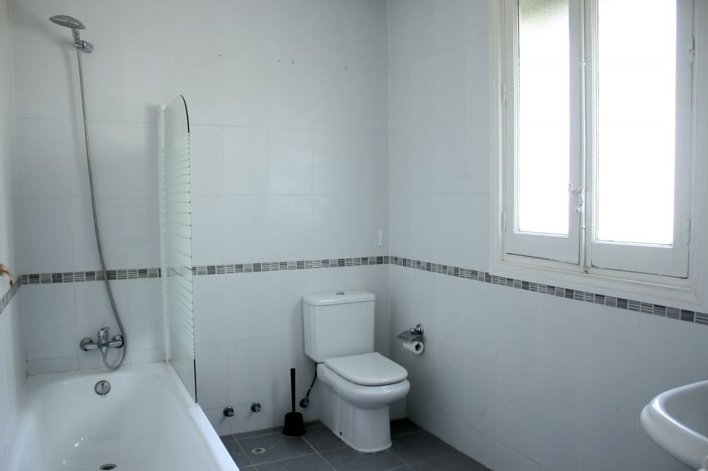 http://helpaccommodation.sextan.eu/upload/flats//-baño.jpg