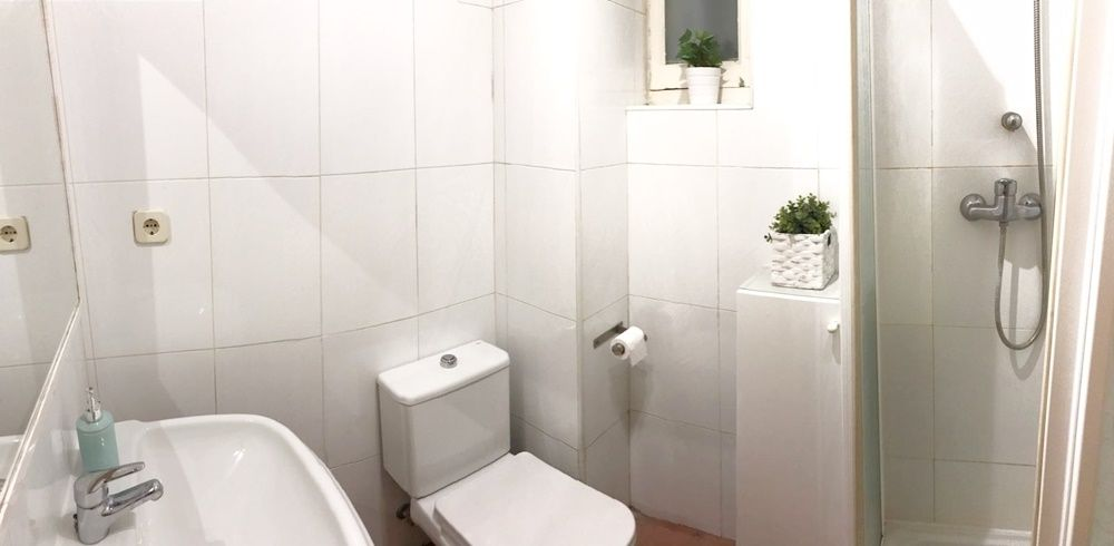 https://helpaccommodation.sextan.eu/upload/flats//-baño (9).jpeg
