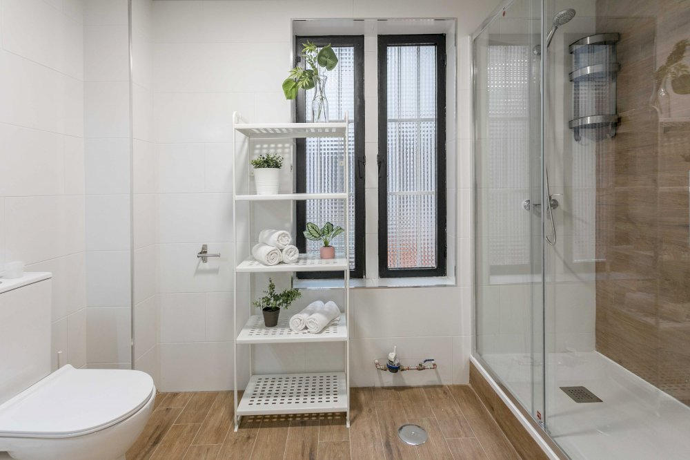 https://helpaccommodation.sextan.eu/upload/flats//-BAÑO B-1.jpg