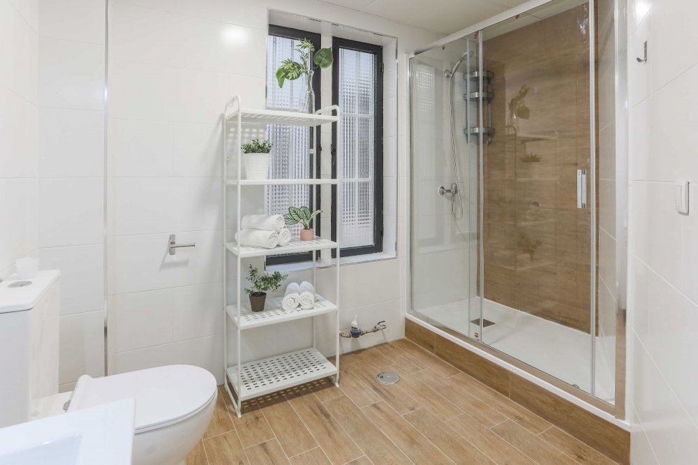 https://helpaccommodation.sextan.eu/upload/flats//-BAÑO B-2.jpg