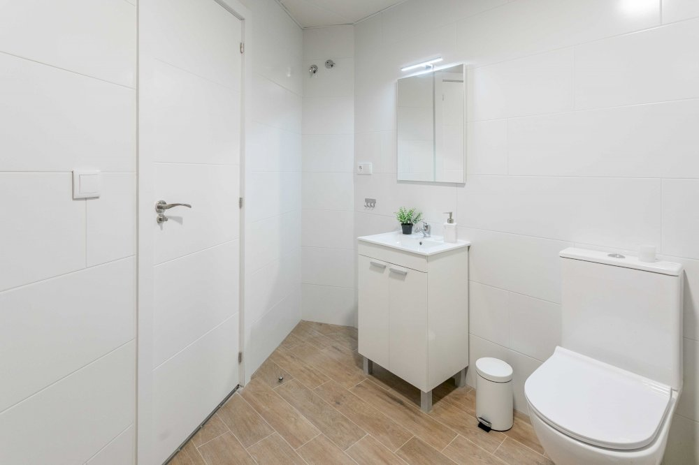 https://helpaccommodation.sextan.eu/upload/flats//-BAÑO B-3.jpg