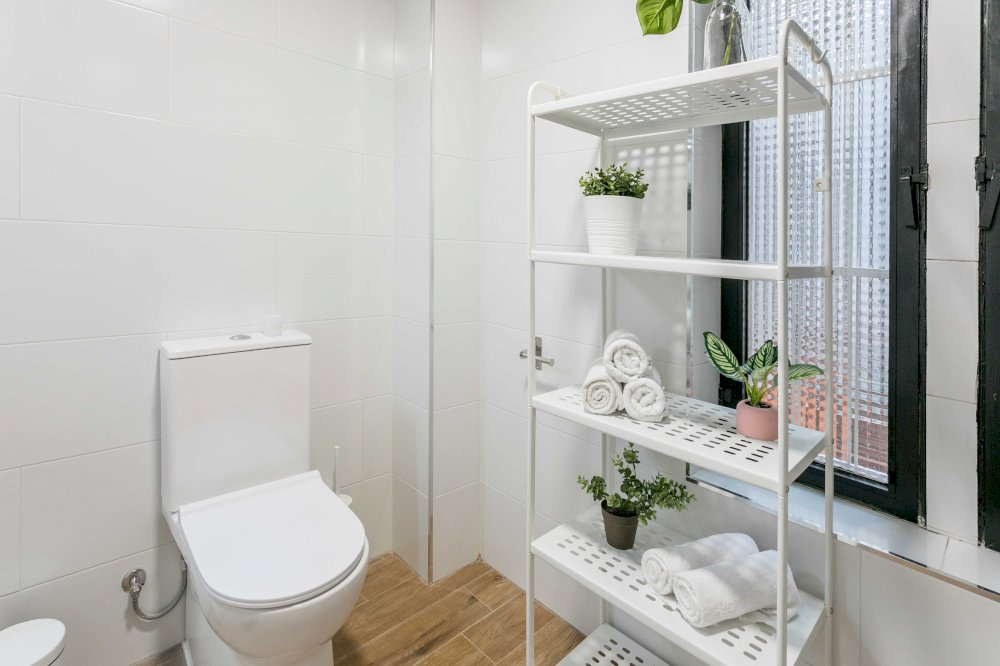 https://helpaccommodation.sextan.eu/upload/flats//-BAÑO B-4.jpg